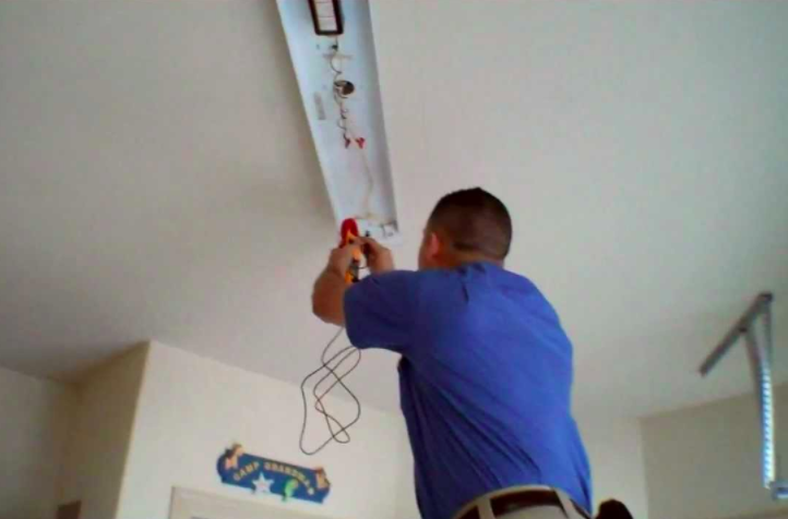 electrician in atlanta ga repairing lights