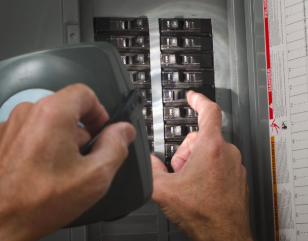 certified electricians replace circuit breakers in atlanta ga